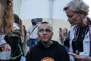 ينتقد خبراء الأمم المتحدة لحقوق الإنسان العنف المرتكب من قوات الأمن بأنحاء بيلاروس ضد المتظاهرين المسالمين والصحفيين، في ظل استمرار الاحتجاجات على نتائج الانتخابات الرئاسية.