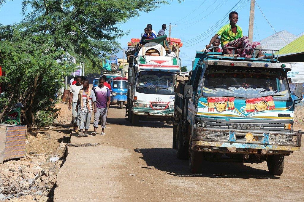 索马里继续遭受着长期的人道主义危机,洪水和干旱不断交替,2020年又勉励沙漠蝗虫和2019冠状病毒病。