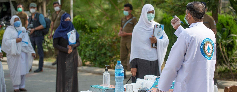 Profissionais de saúde no Paquistão se preparam para lançar uma campanha de erradicação da pólio