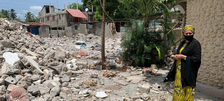 نائبة الأمين العام للأمم المتحدة أمينة محمد تزور لي كاي في هايتي التي دمرها زلزال بقوة 7.2 درجة.