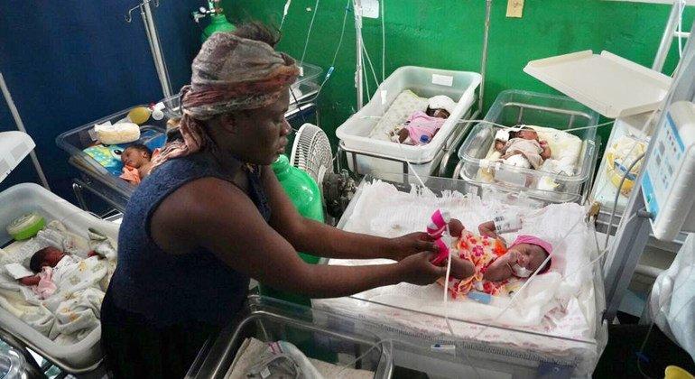لم تتضرر هذه المستشفى في ليس كاي، هايتي إلى حد كبير من الزلزال الذي بلغت قوته 7.2 درجة والذي ضرب هايتي.