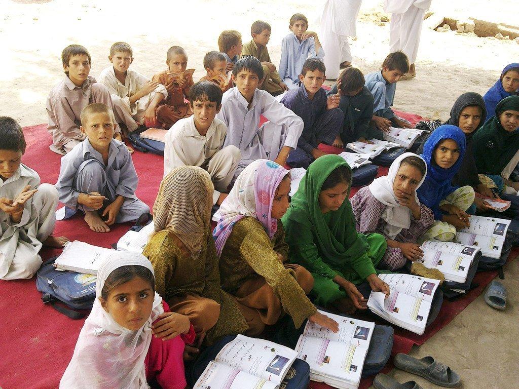 Una escuela comunitaria apoyada por UNICEF en Jalalabad, la capital de la provincia oriental afgana de Nangarhar, antes de que los talibanes tomaran el control del país. (Foto de archivo)