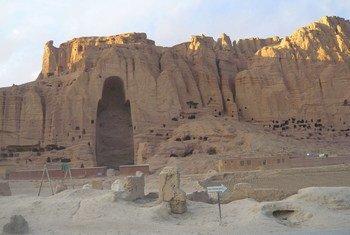 В этой нише в скале в Бамианской долине Афганистана до 2001 года располагалась одна из гигантских статуй Будды, взорванных талибами.