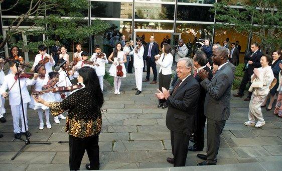 Cerimônia do sino, nos jardins da sede da ONU