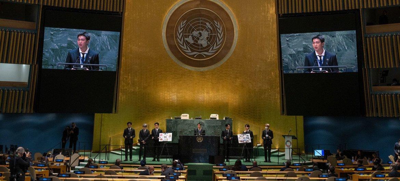 यूएन महासभा के सभागार में के-पॉप ग्रुप बीटीएस ने एसडीजी लम्हा कार्यक्रम में शिरकत की.