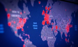 خريطة توضح انتشار فيروس كورونا في مناطق مختلفة من أنحاء العالم.