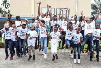 Children n Congo Brazzaville gather to draw their rights.