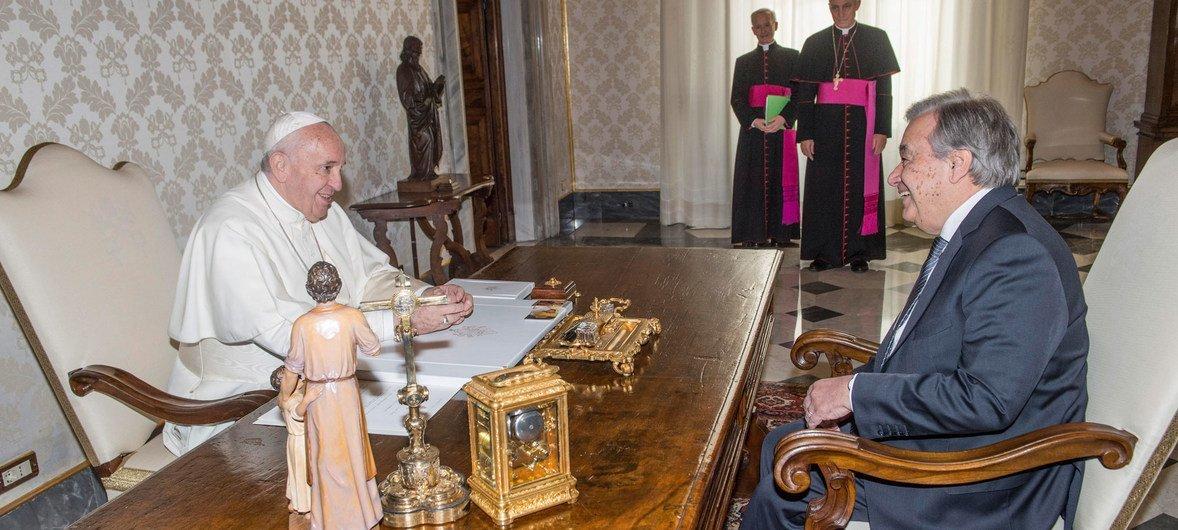Secretário-geral com o Papa Francisco no Vaticano, em Roma