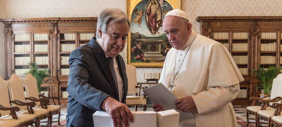 El Secretario General António Guterres y el Papa Franciasto en el Vaticano