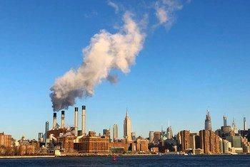 Для борьбы с изменением климата необходимо сократить вредные выбросы в атмосферу.