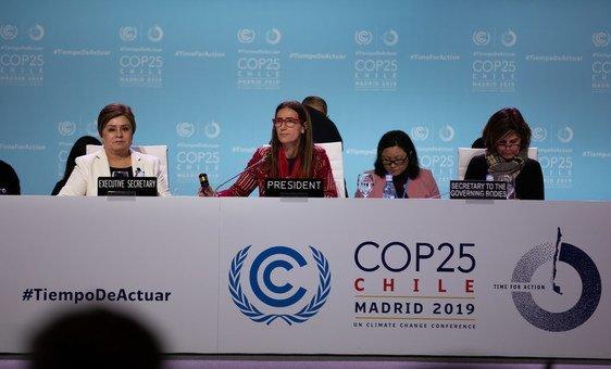 UNFCCC Executive Director Patricia Espinosa and COP25 President Carolina Schmidt at a COP25 midnight stocktaking