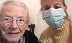 Mireille Delon est infirmière à Montpellier, France. Elle prend les précautions nécessaires lorsqu'elle va voir les personnes âgées