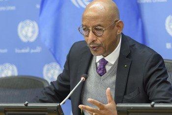 Ibrahim Mayaki, coprésident du Groupe de haut niveau sur la responsabilité, la transparence et l'intégrité financières internationales pour la réalisation du Programme 2030, lors d'une conférence de presse aux Nations Unies