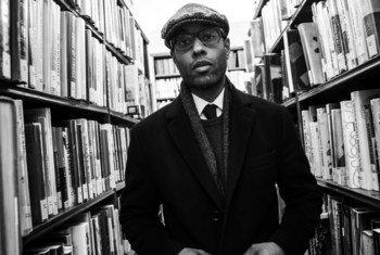 Aly Ndiaye, alias Webster, un artiste Hip-Hop et conférencier canadien. Passionné d'histoire, il met l'accent sur l'importance des populations minoritaires, en particulier les histoires des Noirs québécois et de l'esclavage.