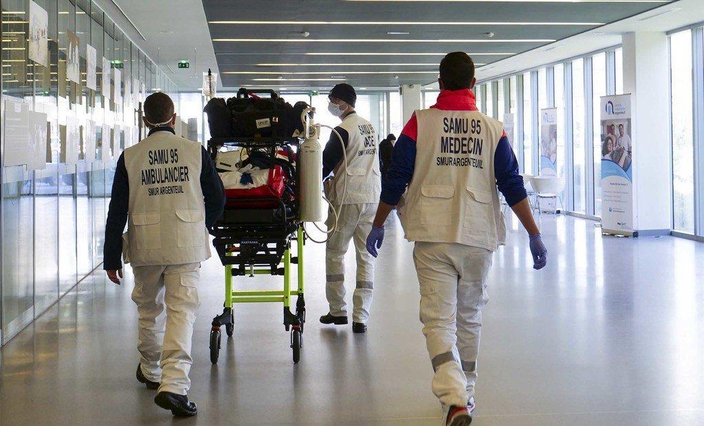 流动急救和复苏服务(SMUR)站在对抗冠状病毒的第一线