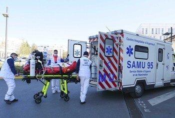 По данным прессы, больной с коронавирусной инфекцией поступил в одну из больниц Франции еще 27 декабря.
