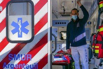 Dr Rudy Cohen est médecin et chef du Service Mobile d'Urgence et de Réanimation (SMUR) à Argenteuil (France) qui est en première ligne dans la lutte contre le coronavirus.