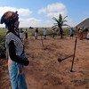 Des agriculteurs portent des masques lors d'une session sur la prévention du COVID-19 qui se déroule dans une ferme-école de la province de Malanje, dans la communauté de Lombe en Angola