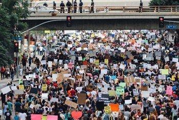 В ООН призывают правительства не злоупотреблять новыми технологиями во время мирных демонстраций