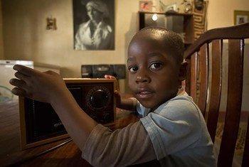Radio Okapi et la Radio nationale congolaise ont pris l'engagement de diffuser des séquences didactiques sur les principales matières du cycle primaire et secondaire en RDC pendant la pandémie du Covid-19
