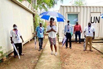 Walimu wamekuwa wakifanyakazi ya kuelimisha wanajamii kuhusu COVID-19 katika mipango ya elimu iliyotangazwa kwenye Radio Miraya, ambayo inaendeshwa na ujumbe wa kulinda amani wa UN huko Sudan Kusini