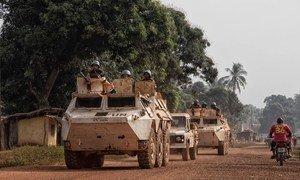 Миротворцы ООН в ЦАР патрулируют городские улицы, чтобы защитить мирное население.
