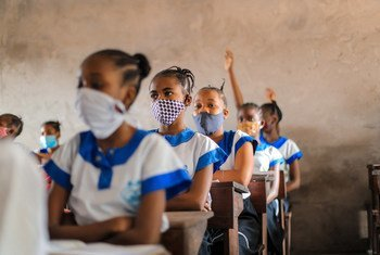 En août 2020, les écoles de la RD Congo ont rouvert leurs portes pour permettre aux élèves des dernières années du primaire et du secondaire de passer leurs examens.