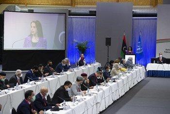 Réunion du Forum de dialogue politique libyen tenue dans un site non divulgué à l'extérieur de Genève, le 1er février 2021.