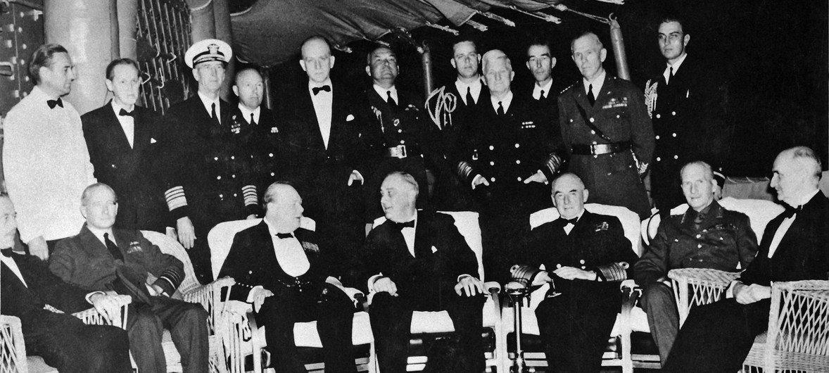 El presidente de Estados Unidos Franklin D. Roosevelt y el primer ministro británico Winston Churchill se encontraron en el Atlántico a bordo del USS Augusta en 1941.