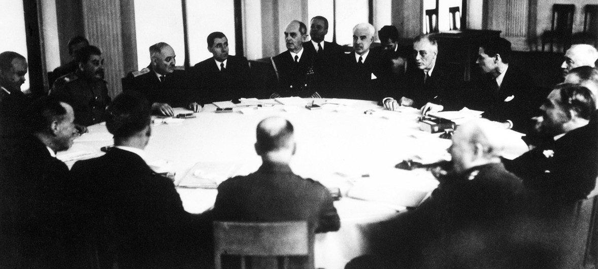 La Conferencia de Yalta reunió al primer ministro británico ,Winston Churchill; el líder soviético, Joseph Stalin; y el presidente estadounidense, Franklin D. Roseevelt