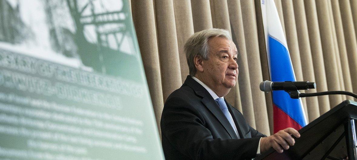 Le Secrétaire général des Nations Unies, António Guterres, inaugure une exposition au siège des Nations Unies commémorant le 75e anniversaire de la libération d'Auschwitz-Birkenau.