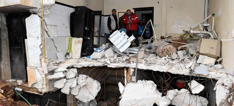 Un centre de santé détruit par des bombardements dans l'est d'Alep, en Syrie.