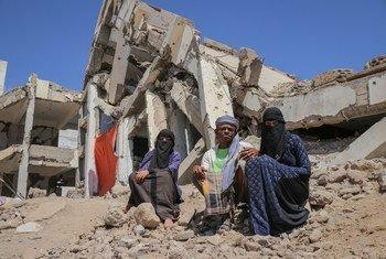 أسرة يمنية نازحة داخليا في محافظة الضالع باليمن.