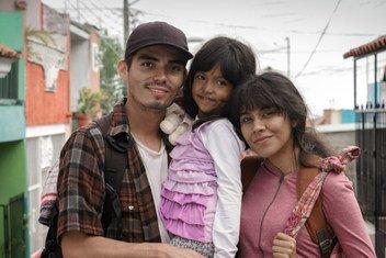Uma família de migrantes em um dos principais vídeos da campanha da OIM no México.
