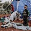 Niños juegan en un campamento de desplazados en Idlib, Siria