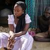 طفلان يجلسان أمام خيمتهما في إحدى القرى في أقصى شمال الكاميرون، بعد أن وصلت جماعة بوكو حرام إلى بلدتهم.