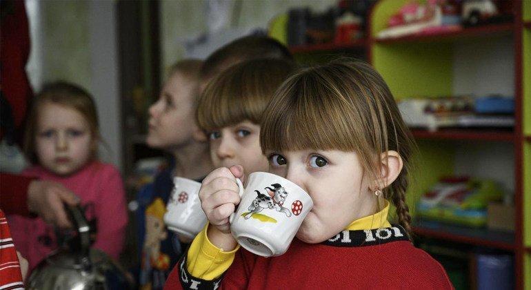 Воспитанники одного из детских садиков, расположенного на востоке Украины.
