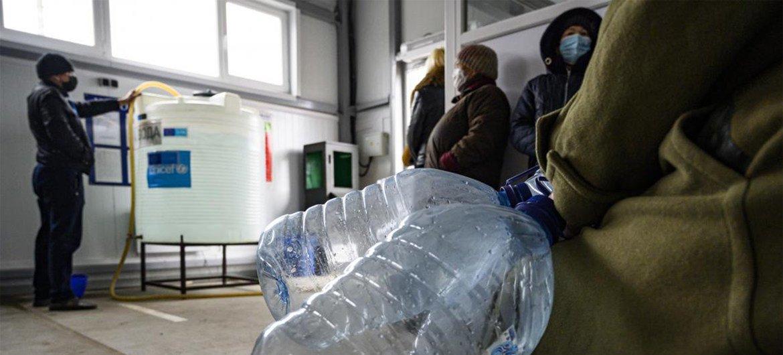 Из-за нападений на объекты системы водоснабжения жители востока Украины нередко остаются без воды.