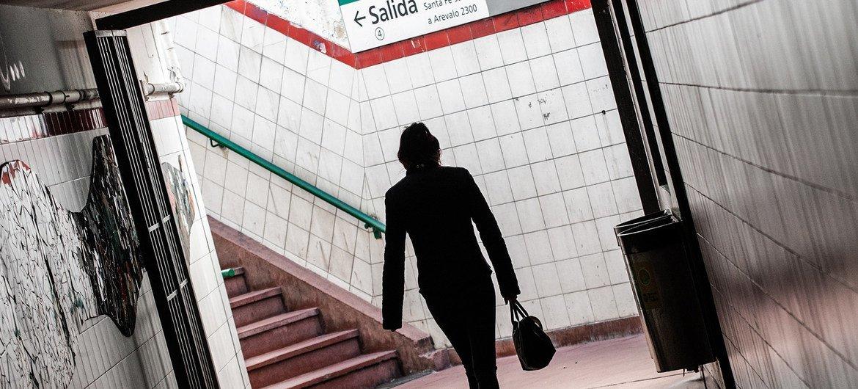 Las llamadas para denunciar la violencia de género han crecido un 39% en Argentina durante la cuarentena por el coronavirus.