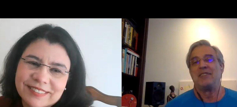 Músico brasileiro Ivan Lins sendo entrevistado por Monica Grayley, da ONU News