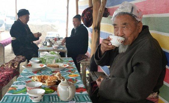 الشاي هو تقليد اجتماعي وثقافي في قيرغيرستان.