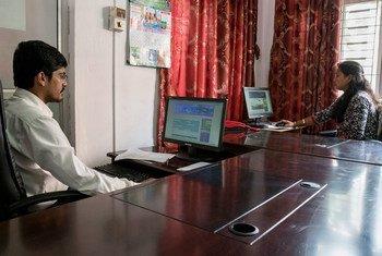 """В ООН призывают людей стать """"цифровыми добровольцами"""", чтобы помочь противостоять дезинформации о COVID-19 в соцсетях."""