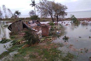 وصل إعصار أمفان إلى اليابسة في شرق الهند بعد ظهر الأربعاء بالتوقيت المحلي.
