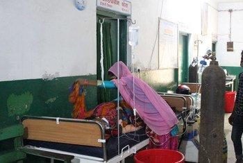 El hospital Narayani de Birgunj, en el sur de Nepal, no da abasto para atender a los pacientes con COVID-19.