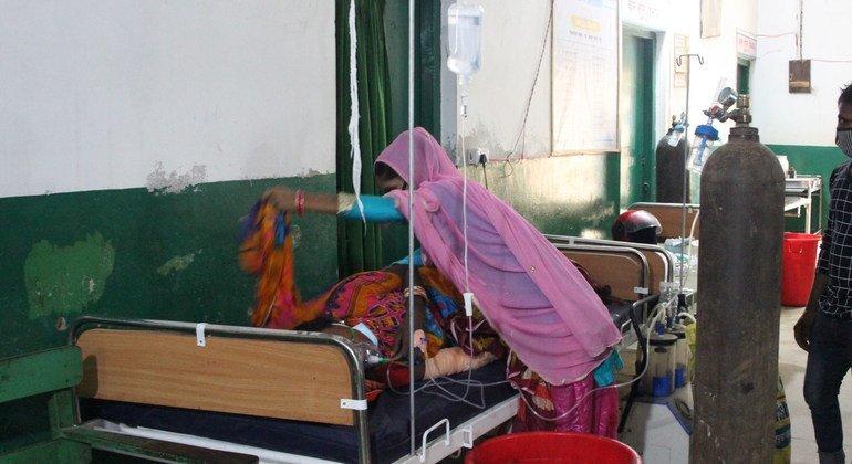مستشفى ناراياني في بيرغونج جنوبي نيبال يعج بمرضى كوفيد-19.