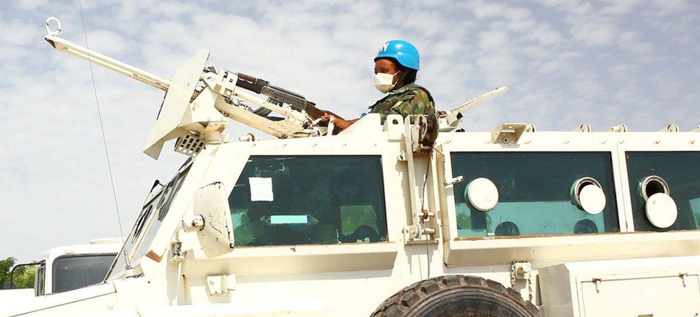 سيدة من قوات حفظ السلام تحضر تمرينا في مالاكال بجنوب السودان.