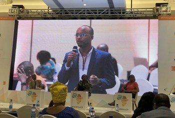 عبد الفتاح حسن علي، ناشط صومالي يبلغ من العمر 33 عامًا، اشتهر بعمله في الحقوق الرقمية للصوماليين. وأتت جهوده في الوقت المناسب على الرغم من أن الإنترنت لا يستخدم على نطاق واسع من قبل جميع شرائح المجتمع الصومالي.