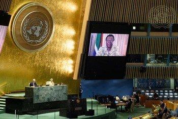 南非国际关系与合作部长纳莱迪·潘多尔在纪念纳尔逊·曼德拉国际日的大会非正式全体会议上发言。