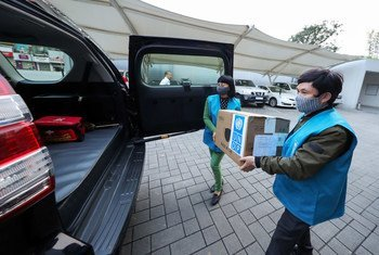 The UN Development Programme donated 20,000 surgical masks to Viet Nam's Ministry of Health (MOH) to help protect vital healthcare workers from COVID-19.