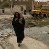 Une femme avec un bébé se rend à un centre de santé dans la ville de Bassorah, en Iraq (photo d'archives).